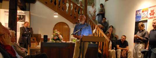 Klaus Peter Möller (Molo) eröffnet die PR-Ausstellung am 7. Juli 2008 in Göppingen, (Foto: Mike)