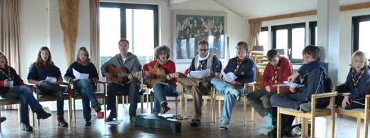 PR-Singeworkshop für Gruppen am 02. 11. 2008 auf Burg Waldeck im Sälchen. Bildmitte: Jörg Seyffahrth (Plauder), Kerstin Schiel und Boris Fier (Bossi), (Foto: Mike)